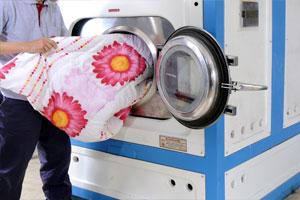 Firmamız halı yorgan ve battaniye temizleme hizmetinde modern yorgan ve battaniye yıkama makineleri ve uygun şampuanlar ile kaliteli bir hizmet vermektedir.